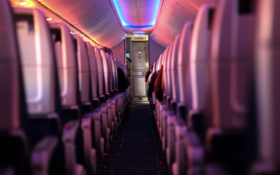 Consejos para sobrevivir a un vuelo largo si además tienes las piernas largas