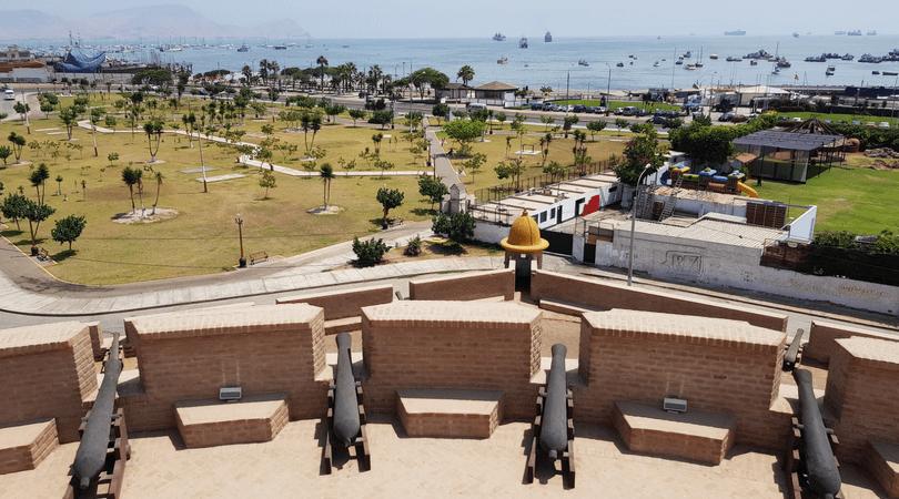 Vistas del Callao desde la Fortaleza de Real Felipe