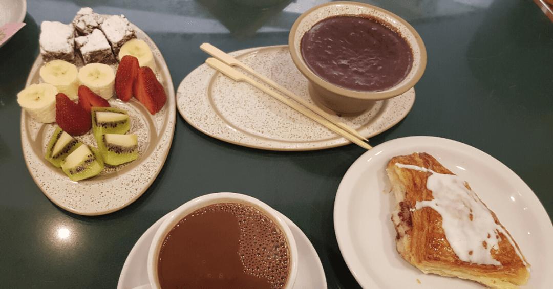 qué hacer en Bariloche en 2 días - chocolate al desayuno