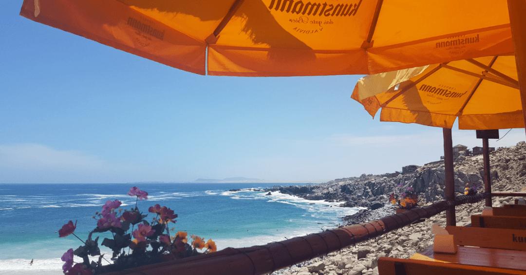 La vista de playa La Virgen desde el restaurant