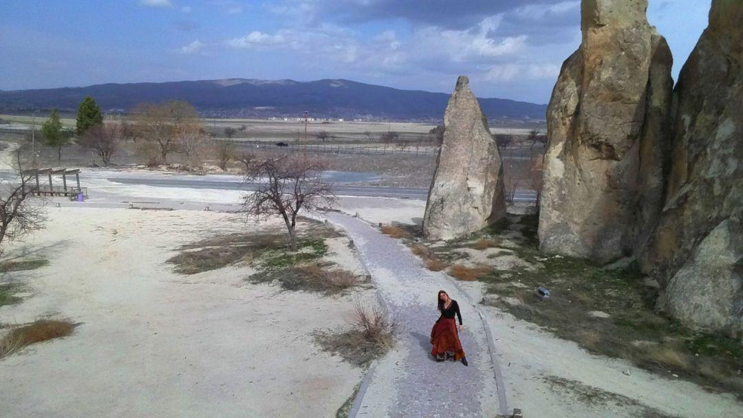 Al ser liviano y pequeño no tiene las restricciones de los drones profesionales, aquí en Goreme, Turquía