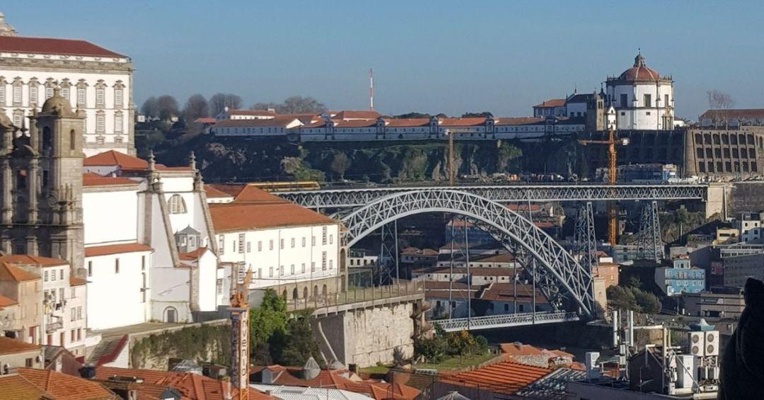 El puente desde uno de los tantos miradores que puedes encontrar en la ciudad