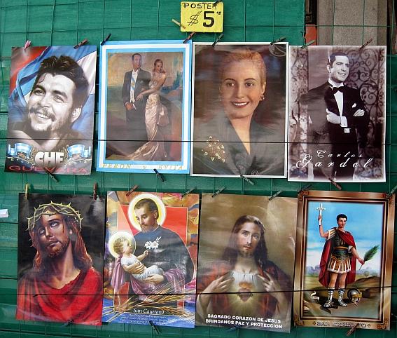 Virsutineje eileje, is kaires i desine - Che, Peronas&Peroniene, Peroniene solo ir Carlosas Gardelis - kultinis tango sokejas.