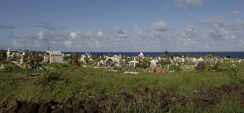 Kapinės su vaizdu į Ramujį vandenyną. Hanga Roa