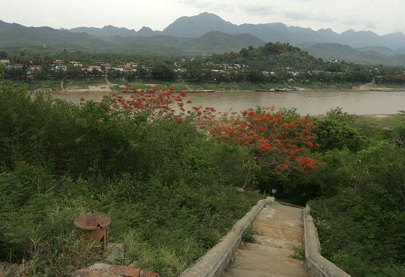 Iš anapus Mekongo, nuo apleistos šventyklos kalno.