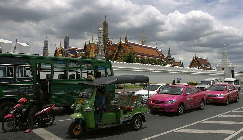 Tuk-tukas gal ir mielas, bet rožiniai taksi - nepamirštamas ir unikalus vaizdas.