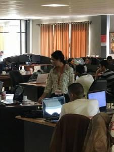 Isa, l'organisatrice de la#WebCupMadagascar est au petit soin pour les équipes.