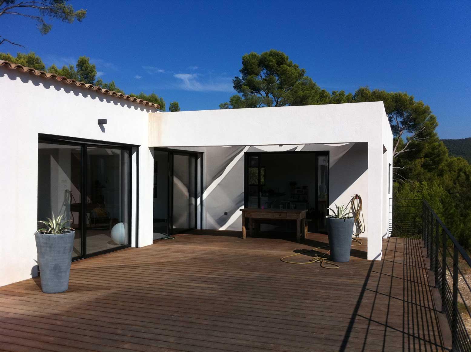 villa contemporaine pierrefeu terrasse bois