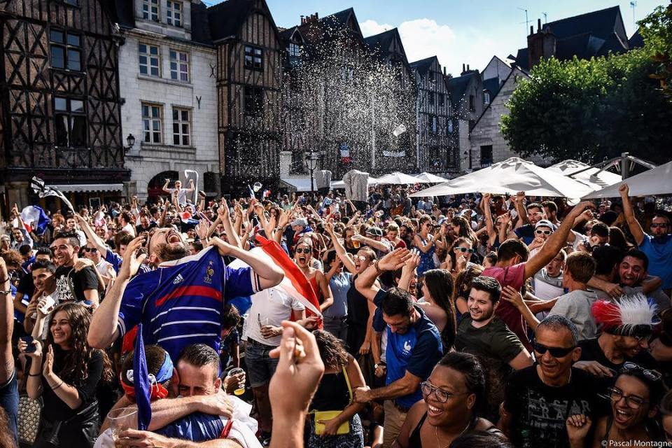 Football world cup finale. 1st french goal on plumereau place, Tours. Pascal Montagne for @37degres #football #footballgames #worldcup2018 #worldcup #finale #france #pogba #greizmann #umtiti #mbappe #team #people #crazy #happy #plumereau #tours #loirevalley #goal #france #french #russia #dailypic #instagood #instalike #instadaily #daily @37degres  @toursvaldeloiretourisme  @villedetours  @igerstours