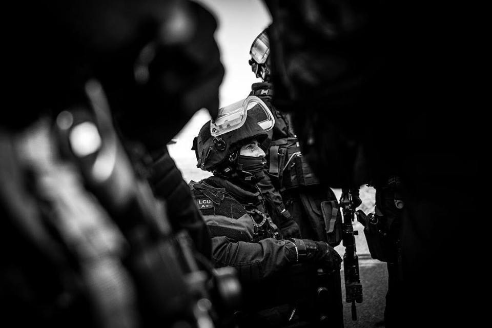 GIGN operation preparation. A gendarme is listening to the briefing.  Retrouvez moi le 10 novembre à 13h au salon de la photo à Paris, sur le stand SIGMA @sigmafrance pour une série exclusive en immersion avec une antenne GIGN, unité d'élite de la @gendarmerie_nationale_officiel . #salonphotoparis #sigma #sigmaart #sigma85mmart #sigma24mmart #gign #military #france #sirpa #weapons #reportage #gendarmerie #securite #gendarme #shield #bulletproof #backlight #immersion #elite #hk #weapons #g36 #training #specialforces #heros @hl_grand_ouest @studiohanslucas