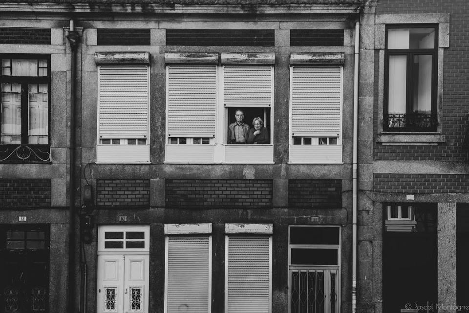 A couple in their Porto home #streetphotography #street #facade #home #building house #portuenses #tourism #travel #backpack #daily #dailylife #instagood #instalike #instadaily #picoftheday #blackandwhite #tourism #blackandwhitephotography #bnw #landscape #urban #porto @visitporto @portophotospots @topportophoto @super_porto @igersporto