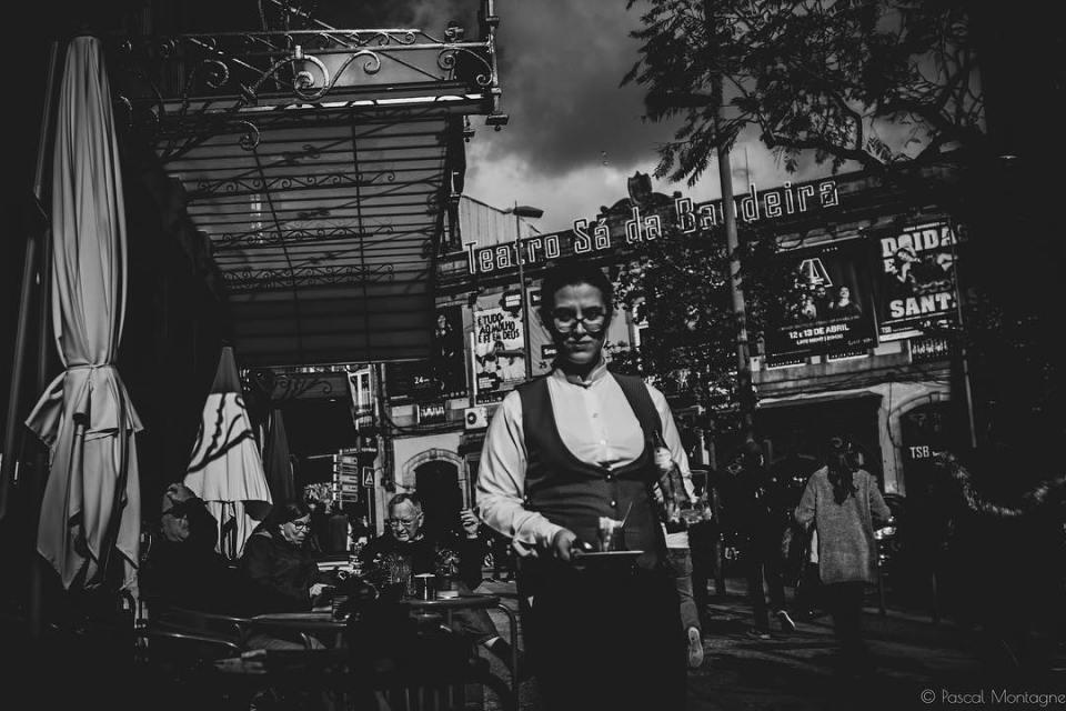 Porto daily life #travel #backpack #daily #dailylife #instagood #instalike #instadaily #picoftheday #blackandwhite #sunset #sun #tourism #blackandwhitephotography #bnw #landscape #urban #porto @visitporto @portophotospots @topportophoto @super_porto @igersporto