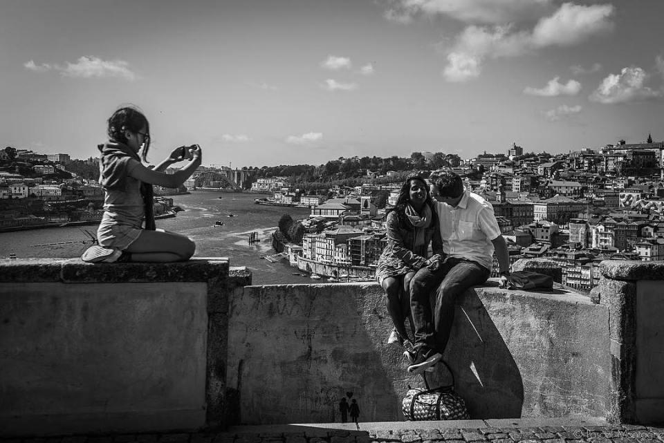 Porto tourists #tourism #travel #backpack #daily #dailylife #instagood #instalike #instadaily #picoftheday #blackandwhite #tourism #blackandwhitephotography #bnw #landscape #urban #porto @visitporto @portophotospots @topportophoto @super_porto @igersporto
