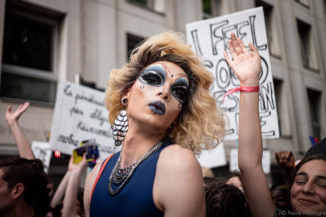 Drag queen portrait during the gay pride. Pascal Montagne for @37degres #gaypride #gayfrance #gay #gaysnap #dragqueen #happiness #dance #makeup #instalike #instagood #instagay