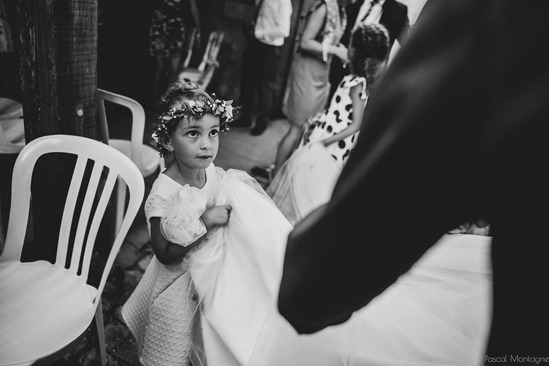 Bride's daughter is carrying the wedding dress. #wedding #weddings #weddingday #weddingdress #weddingphotography #flowet #crown #eyes #look #bnw #bnwphotography #blackandwhite #blackandwhitephotography #instalike #instagood #instaweddings