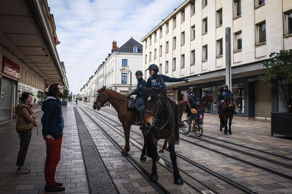 Confinement – day 2 – pascal Montagne for @37degres #police #confinement #empty #streets #horsepolice #ambient #covid_19 #coronavirus #policenationale @villedetours @toursmaville