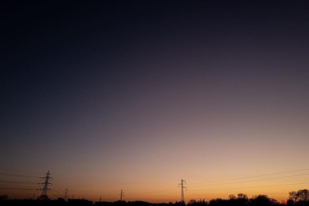 Confinement – day 8 – #confinement #lanscape #sunset #sky #colore #electric #night #twilight #line #skyline #confinamento #covid_19 #coronavirus @villedetours