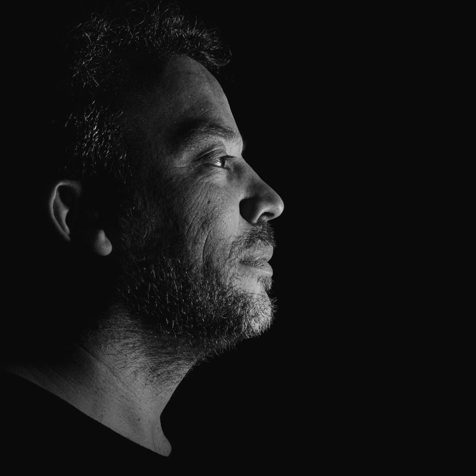 Portrait by @leaspirateurs #portrait #profoto #flash #bnw #bnwphotography #blackandwhitephotography #blackandwhite #portrait #portraitphotography #portrait_shots #studio #studiophotography