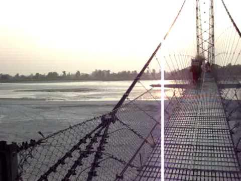 सुनवोरा नदीमा झोलुंगे पुल निर्माण