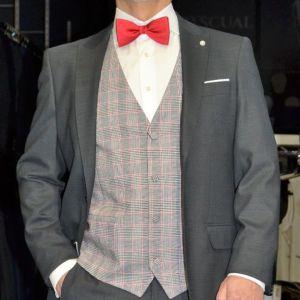Conjunto Ceremonia Polivalente 09, Etiem Conjunto 646,00 € (Traje gris, Chaleco príncipe Gales Deco Elite, Camisa y Pajarita)