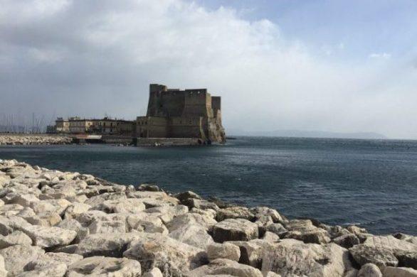 Castel dell'Ovo Napoles Italia