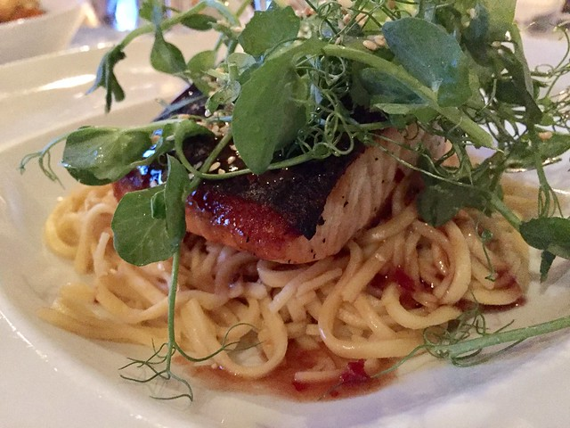 Merluza con noodles en salsa agridulce The Mustard Seed Inverness Escocia