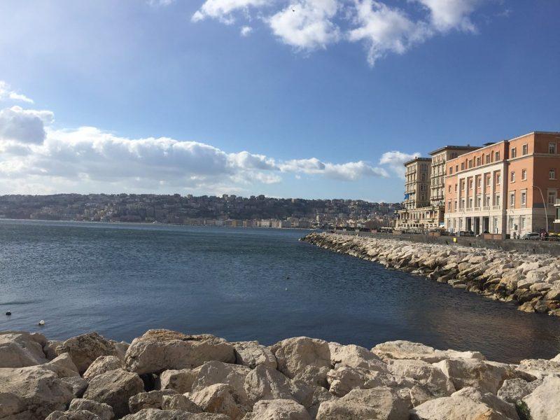 Via Partenope Napoles Italia