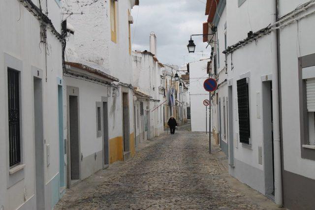 Calles blancas de Evora Portugal