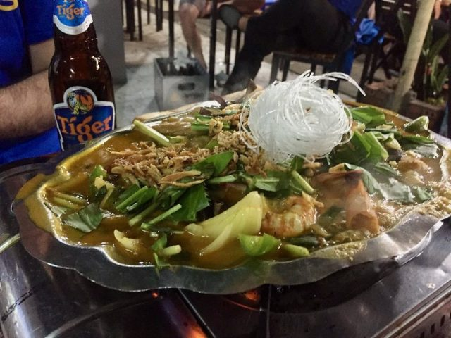 Hot pot de marisco Vietnam