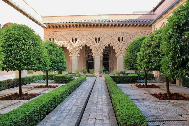 Patio de Santa Isabel Palacio de la Aljafería Zaragoza