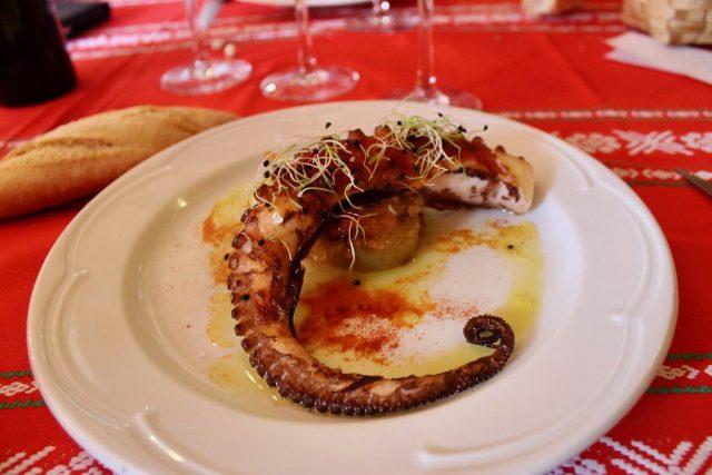 Pulpo a la parrilla con patata y vinagreta de tomate Orgi Lizaso