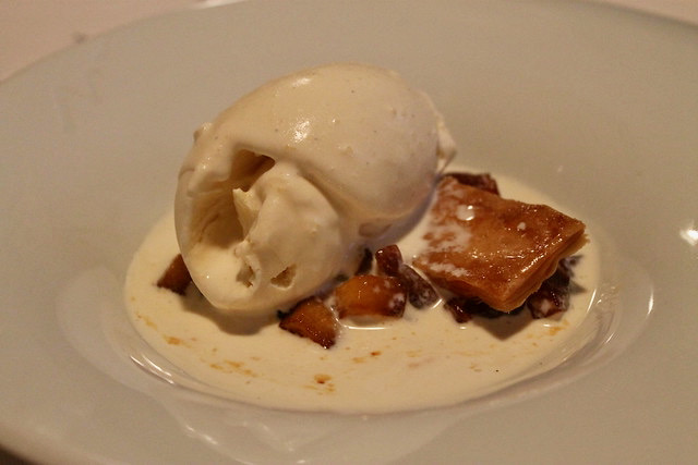 Tarta de manzana al momento con crema doble a la vainilla