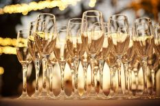 champagne-in-flutes-naturally