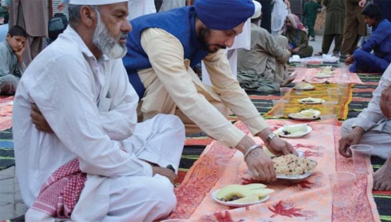 iftari dastarkhwan by sikh community in peshawar