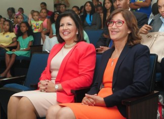 La vicepresidenta de la República, doctora Margarita Cedeño, con Dulce Elvira de los Santos, directora de BIJRD.