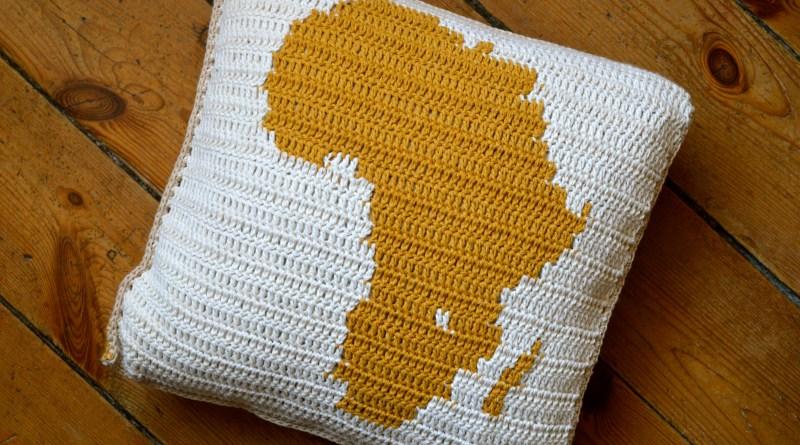 Szydełkowa poduszka z mapą Afryki, geo szydełkowanie