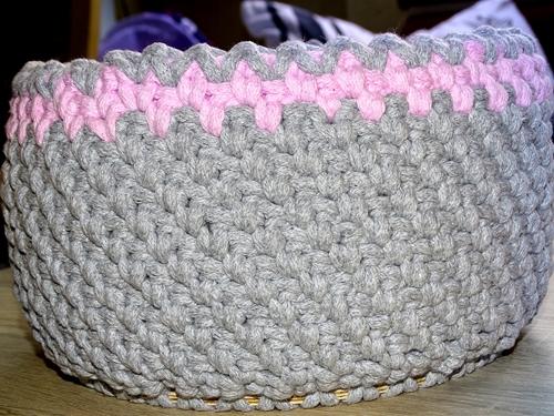 Sznurkowy koszyk na okrągłej bazie