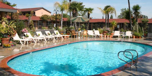 Adelaide-Inn-Pool2