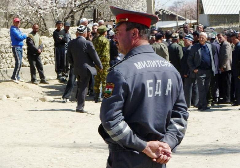 Миграционный учет в Таджикистане. Наличие регистрации у туриста в Таджикистане обязательно, за этим следят сотрудники правохранительных органов.
