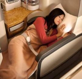 Promoção Emirates – Comprando uma classe executiva, o acompanhante paga apenas as taxas