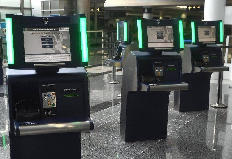 delta passport control - passageirodeprimeira