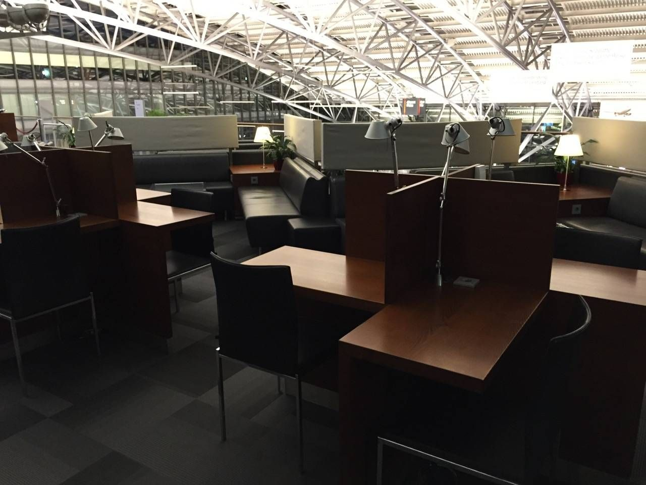 Hamburg Airport Lounge -016