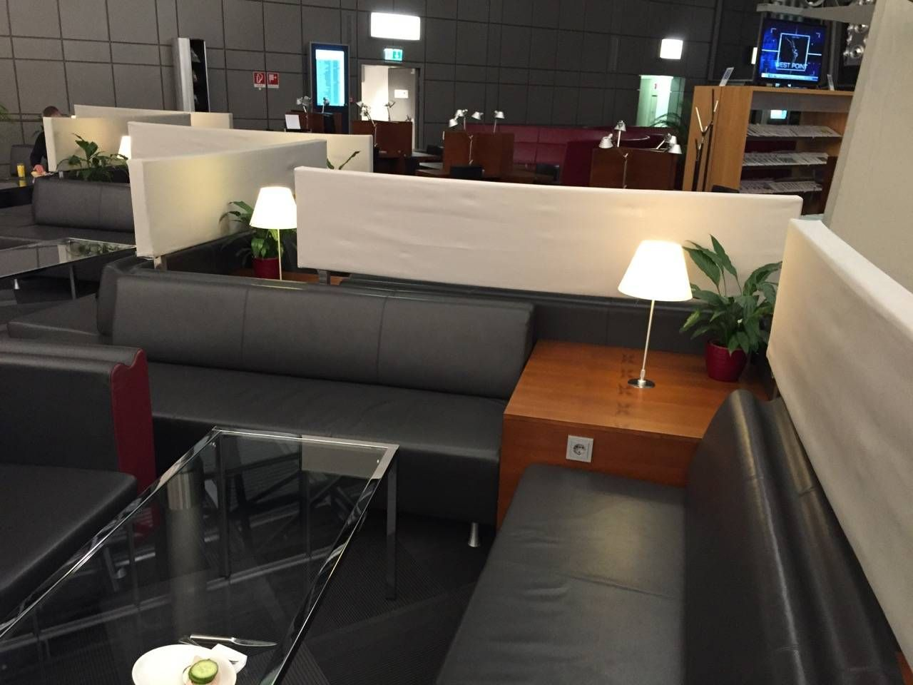 Hamburg Airport Lounge -018