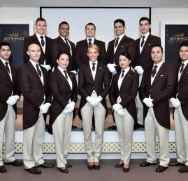 Segundo grupo de mordomos da Etihad Airways completa o treinamento na Savoy Academy