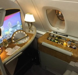 Voltou! Viaje na Primeira Classe da Emirates com até 90% de desconto