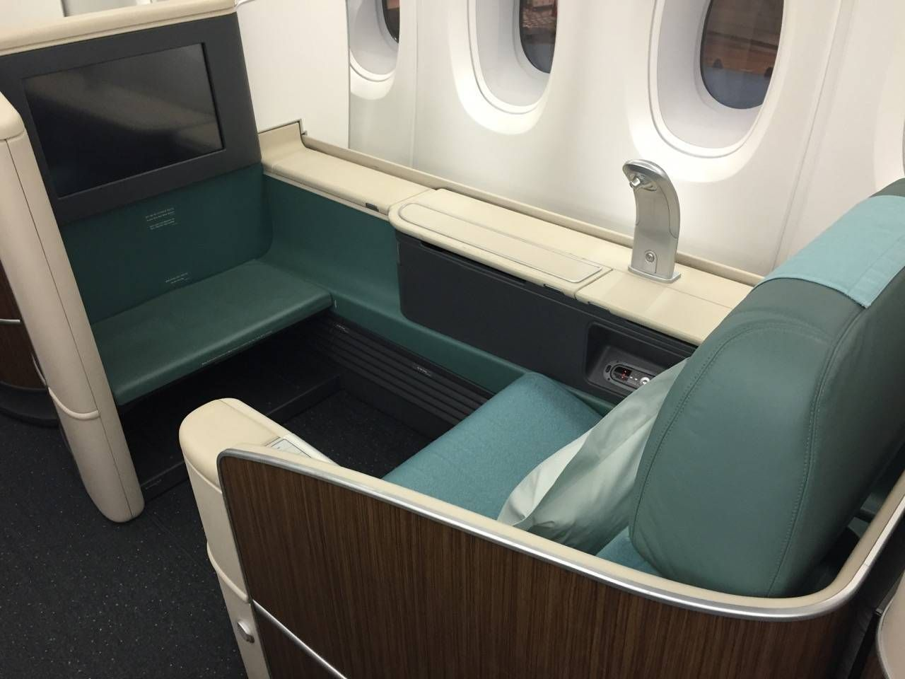 Korean Air First Class A380-012