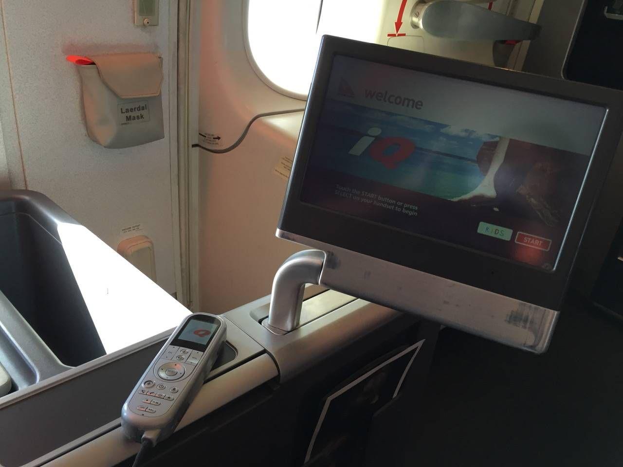 Qantas B747 Business Class-016