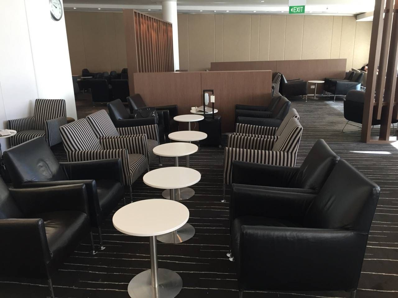 Qantas Business Lounge Sydney -029