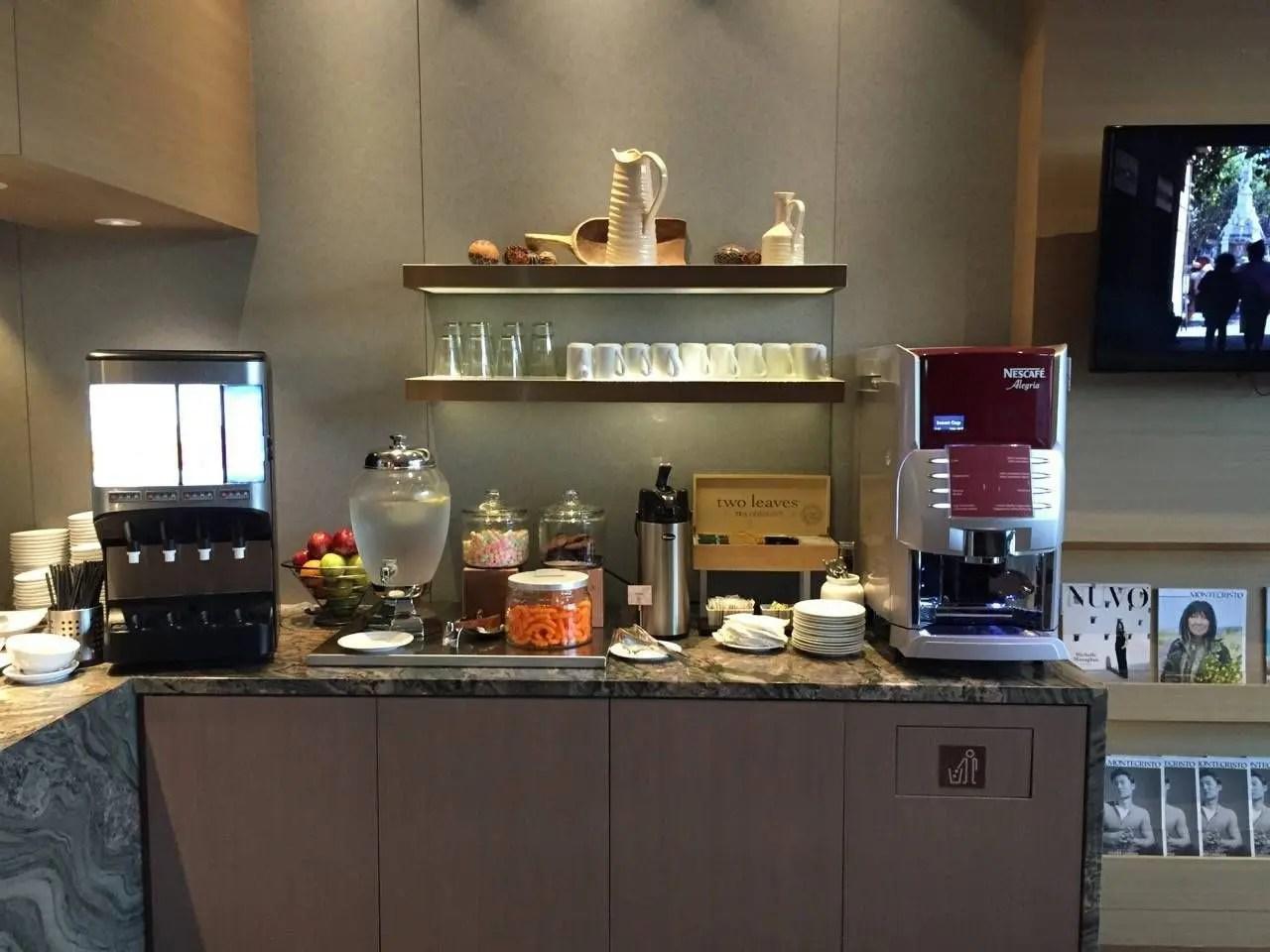 Plaza Premium Lounge Vancouver-016