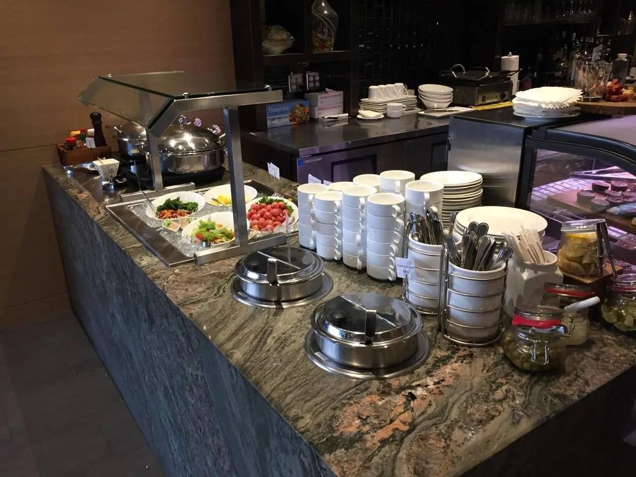 Plaza Premium Lounge Vancouver-09